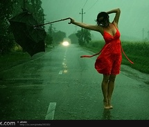 girl-dance-in-he-rain